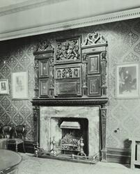 Clerkenwell Sessions House: chimney piece, magistrates' room